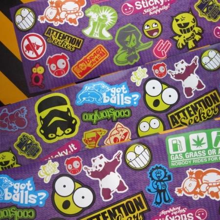 OldSchool StickerBombing Violet